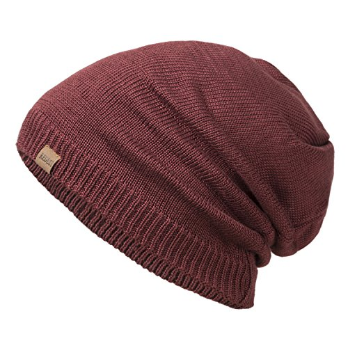 432afc312aa The beanie cap is thick and offers double protection against cold weather